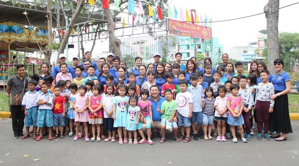 """Đối Tác Chân Thật tổ chức """"Hành trình thiện nguyện – gắn kết trái tim"""" tại mái ấm Hoa Mẫu Đơn, Q. Tân Phú"""